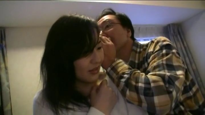 マスク着用の素人エロ美人妻がライブチャットでエロエロ行為