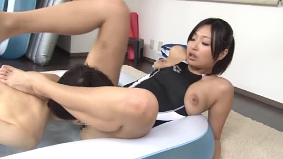 競泳水着でビショ濡れセックス ~美人水泳コーチに射精させられた~ 山本美和子